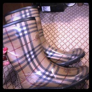 Burberry boots size 39